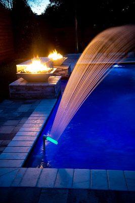 راهنمای خرید چراغ استخری و آبنما توکار و روکار (Pool and waterfall lights)