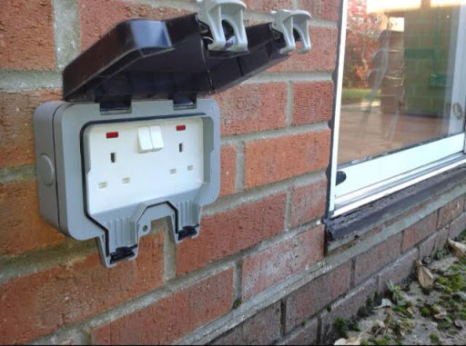 کلید و پریز برق بارانی یا صنعتی