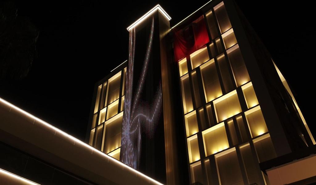 اجرای نورپردازی مدرن نمای بیرونی ساختمان