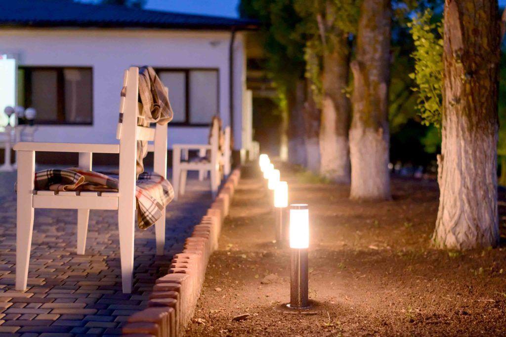نورپردازی با چراغ پارکی مدرن