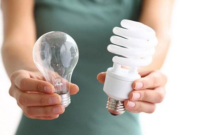 لامپ کم مصرف پیچی
