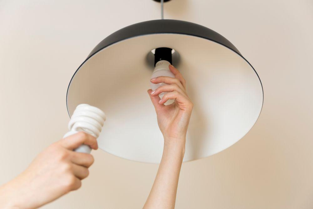 لامپ کم مصرف چگونه کار میکند؟